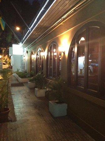 The Twisted Kilt Lounge: entrance