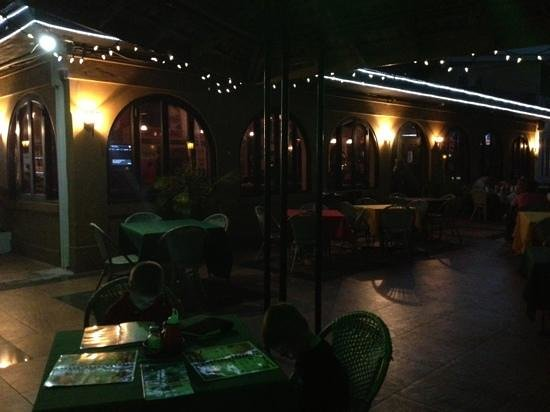 The Twisted Kilt Lounge: outdoor seating