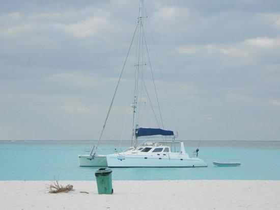 Playa Sirena: catameran...