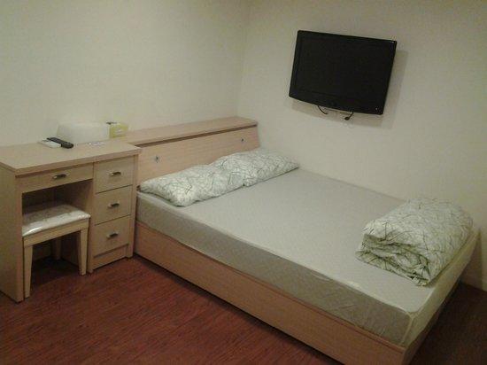 Have Fun Suite & Budget Hostel: Room