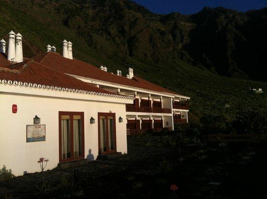 Parador Hotel El Hierro: Abendsonne am Zimmertrakt