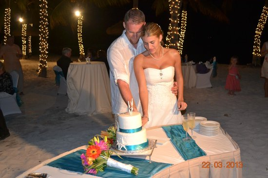 Renaissance Aruba Resort & Casino: cut the cake
