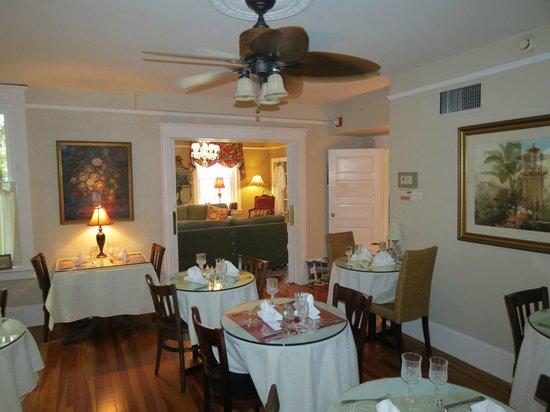 Inn On Charlotte: Dining