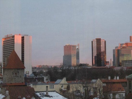 Hotel Telegraaf: Competing hotels in the evening light, view from the window