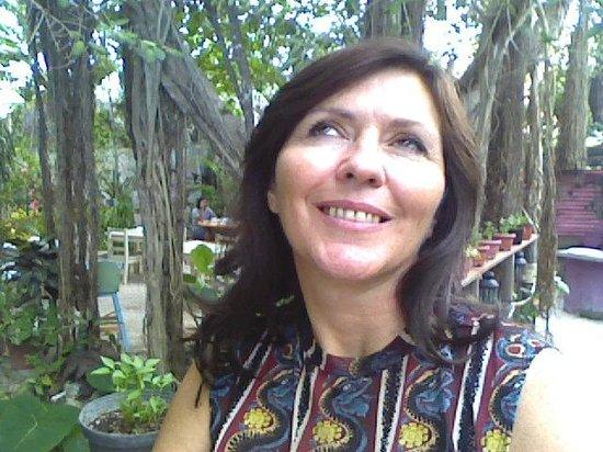 Azafran Restaurant: Renée in the garden