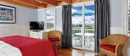 Glen Cove Inn & Suites: KIng Water View Suite