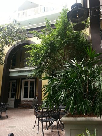 Hotel Mazarin: Courtyard