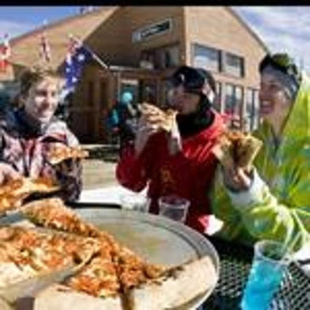 Up 4 Pizza: Eat with a view!