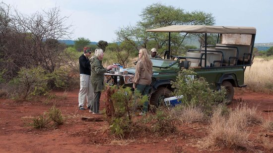 Mosetlha Bush Camp & Eco Lodge: enjoying a sundowner