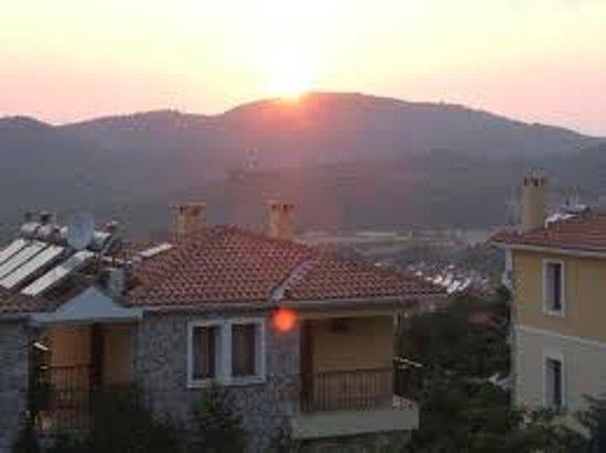 Perdikia Hill: amazing view every evening