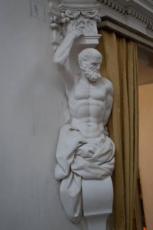 Oratorio di Santa Cita : Statue at Entrance/Exit