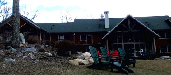 Minnewaska Lodge : lodge viewed from backyard