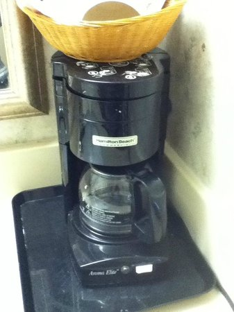 Super 8 Miamisburg Dayton S Area OH : Filthy coffee maker