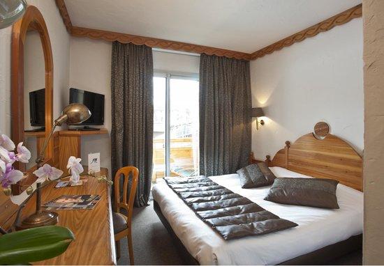 Hotel Les Mélèzes : Chambre Traditionnelle , avec une salle de bain , wc et Balcon