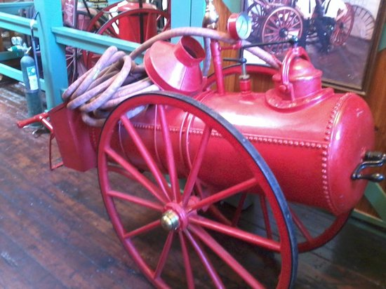 The Jacksonville Fire Museum : Old Fire Exstinguisher