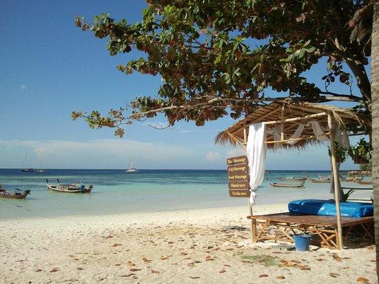 Mali Resort Pattaya Beach Koh Lipe: spiaggia del Resort e massaggi