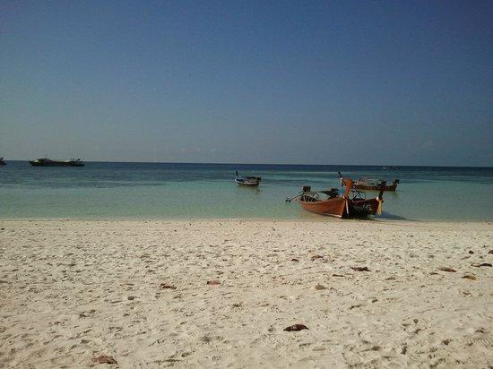 Mali Resort Pattaya Beach Koh Lipe: Spiaggia dell'hotel