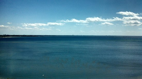 Westin Tampa Bay: Right of causeway - view from room