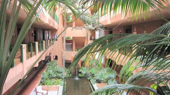 IBEROSTAR Marbella Coral Beach: patio au centre de l'hotel