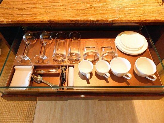 โรงแรมเดอะ ฟุลเลอร์ตั้น เบย์: Cups and glasses