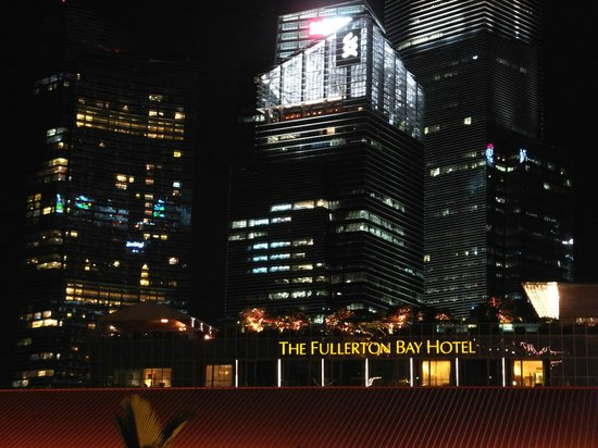 The Fullerton Bay Hotel Singapore: At night