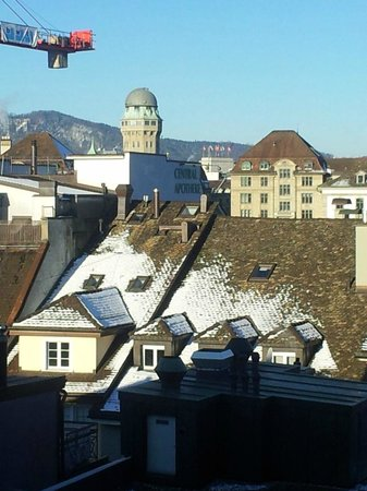 Hotel Basilea: View of Zurich from the room window