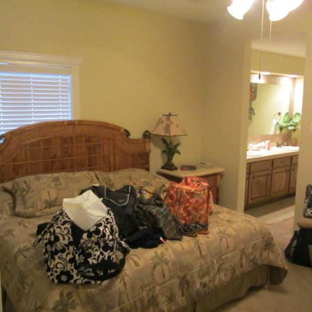 Port Royal Ocean Resort & Conference Center: One of our bedrooms with large attached bathroom.