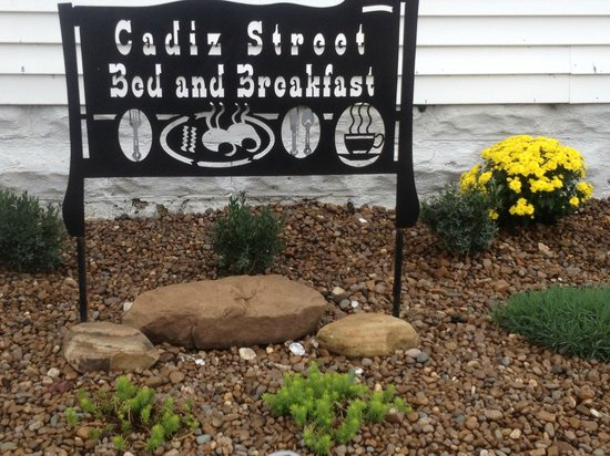 Cadiz Street Bed and Breakfast: Front Sign