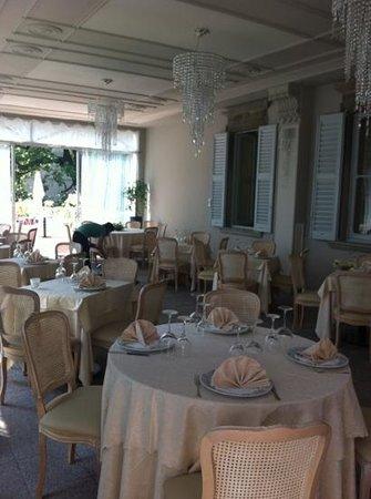 Veranda Esterna Ristorante - Picture of Hotel Villa Giulia ...