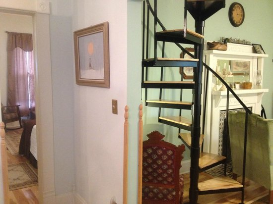 Cadiz Street Bed and Breakfast: Going to Office