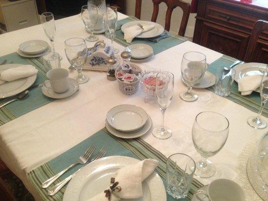 Cadiz Street Bed and Breakfast: Breakfast Setting