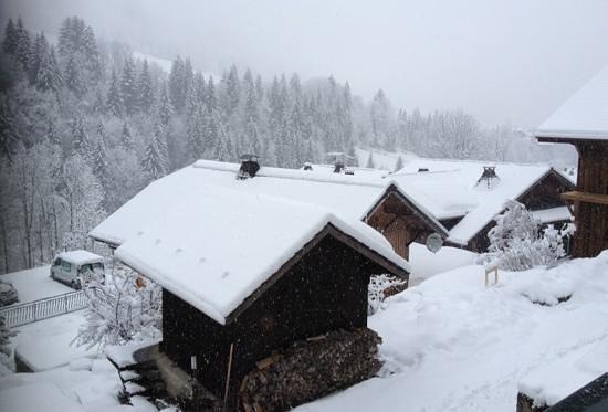 Riders Refuge Chalet Eterle: snowing heavily