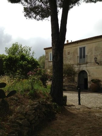 Torre Galli Resort & Restaurant: Classic Italian Villa
