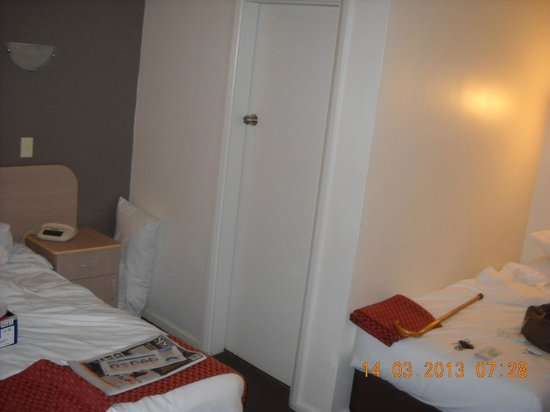 Ibis Styles Broken Hill: small bedroom access