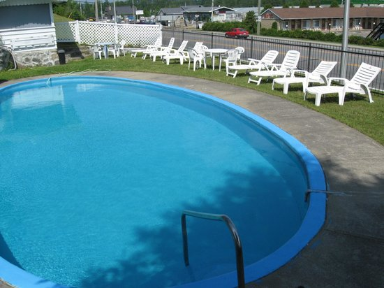 Motel Clair-Mont : Swimming pool