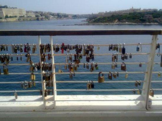 Sliema, Malta: scorcio lungo l'accesso al Mall