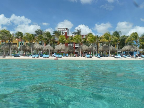 Renaissance Curacao Resort & Casino: Hotel from the infinity pool