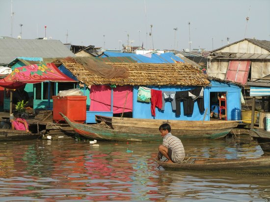 Kompong Luong: Floating house