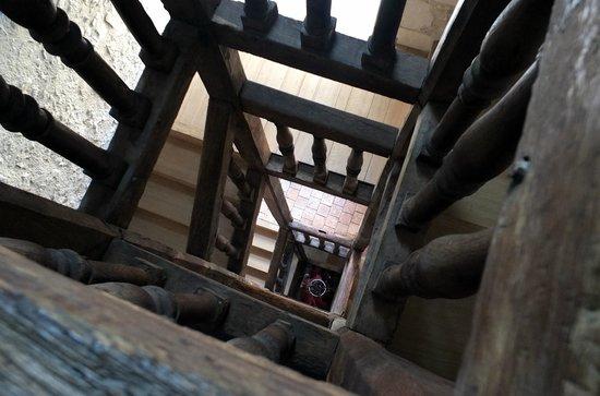 Le Puits Doré : la cage d'escalier du XVIIème siècle