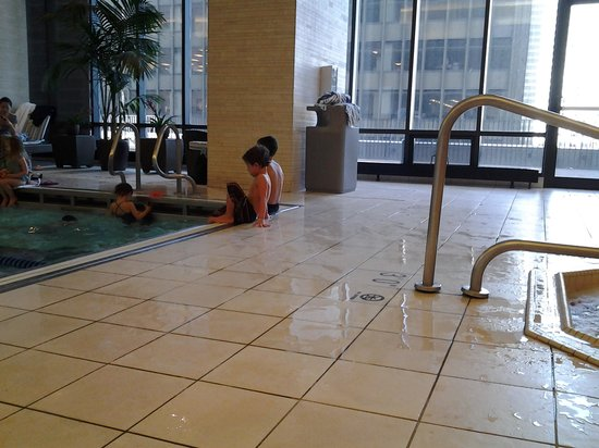 Radisson Blu Aqua Hotel: slipper wet floor