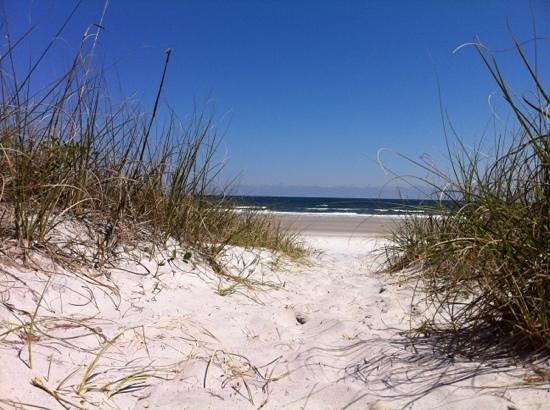 Hampton Inn Jacksonville Beach/Oceanfront: beach approach