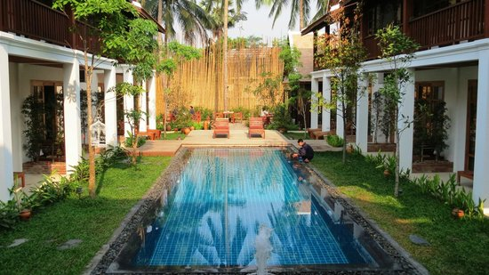 Le Sen Boutique Hotel: Innenhof u Pool mit Blick auf Frühstücksterrasse