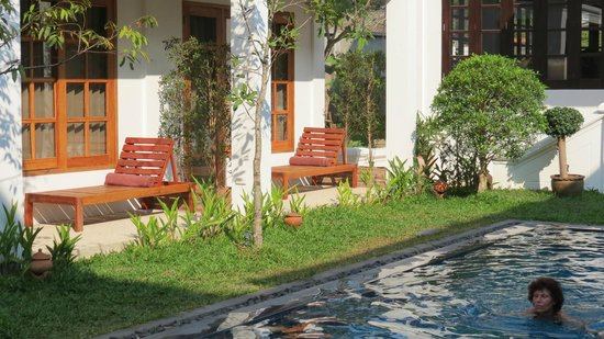 Le Sen Boutique Hotel: Balkon/Terrassen der Zimmer zum Innenhof und Pool