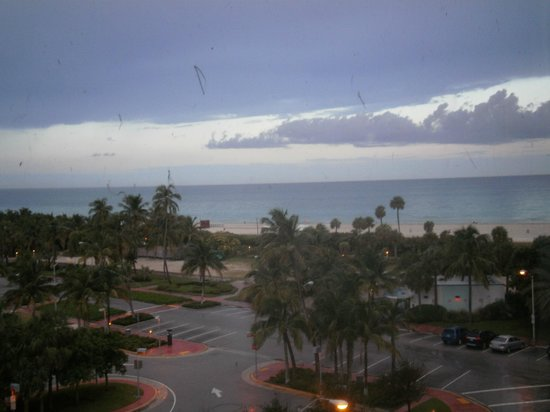 Seagull Hotel Miami Beach: playa y parking desde mi ventana