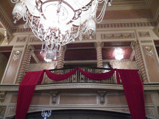 Genesee Theatre: inside the theater, looking up to a balcony