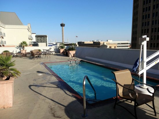 Homewood Suites by Hilton San Antonio - Riverwalk / Downtown : small, heated pool on the roof