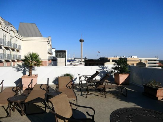 Homewood Suites by Hilton San Antonio - Riverwalk / Downtown: Sun lounge chairs on the roof
