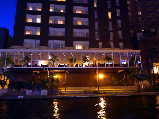 Homewood Suites by Hilton San Antonio - Riverwalk / Downtown: View of Atrium and bottom part of hotel from across the river