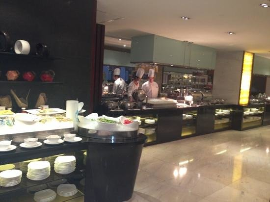 Crowne Plaza Beijing Wangfujing: hot breakfast is also served