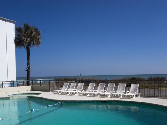 Summer Wind Inn & Suites: Oceanfront Outdoor Pool & Hot Tub